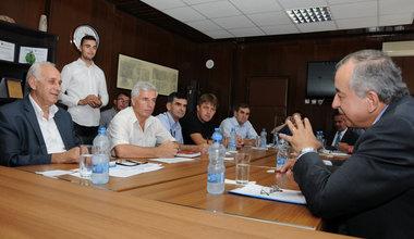 SRSG Zahir Tanin(right) meeting with Mayor Bajram Mulaku (left) and his senior municipal staff, 2016©UNMIK Photo by: Jan Malekzade