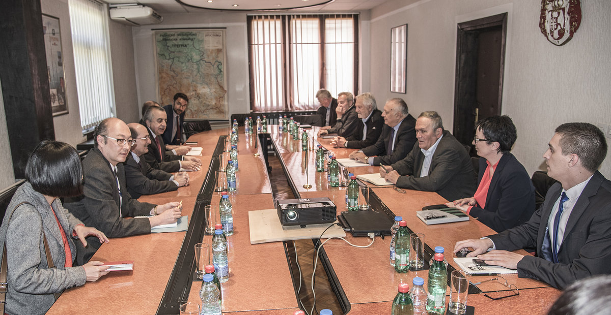 SRSG Zahir Tanin and his team (left) meeting with Trepça/Trepča North management (right). 2016©UNMIK Photo by: Shpend Bërbatovci​